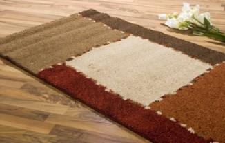 area-rug-on-woodfloor